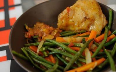 Poêlée de haricots verts aux carottes, à l'ail et à l'oignon