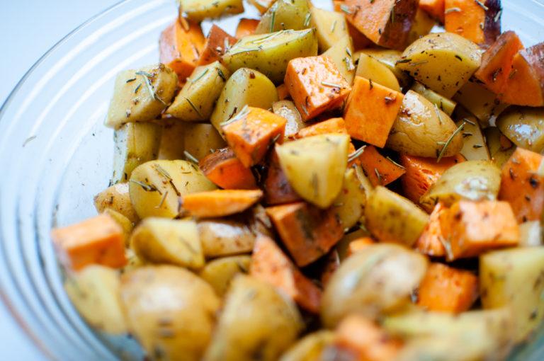 Patates mélangées - Recette patates douces et de pommes de terre roties au four - Kisoulou